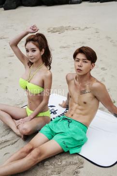[SW포토] 모델 커플, 해변에서 홀딱 벗고 아찔 포즈