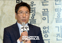 [SW포토] 무대 인사하는 박희곤 감독