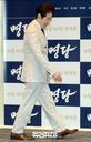 [SW포토] 배우 백윤식, 미소 띄우며 시사회 참석