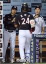 [SW포토]로하스 홈런에 박수치는 김진욱 감독