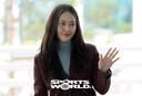 [SW포토] 크리스탈, 반가운 손인사