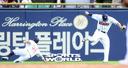 [SW포토]정수빈-김재환,'충돌조심'