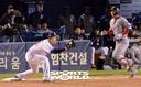 [SW포토]김동엽,'2사 1루때 내야땅볼 아웃'