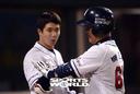 [SW포토]김재환,'백민기 홈런 보고 감탄!'