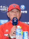 [SW포토]김기태 감독,'와일드카드 결정전 1차전은 양현종'