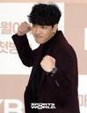 [SW포토] 포즈 취하는 배우 박윤재
