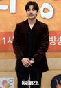 [SW포토] 배우 김재영, '은주의방' 류혜영에 의지하며 촬영