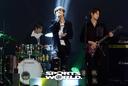 [SW포토]'다문화가정돕기 희망 빅콘서트' 아이즈의 열창