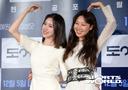 [SW포토] 사랑의 하트 그리는 공효진과 김예원