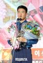 [SW포토]경찰청 이성규,'퓨처스 북부 홈런상, 타점상 수상'