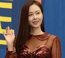 배우 홍수현, 조심스럽게 입장
