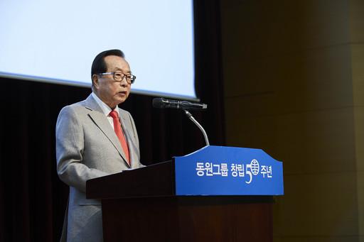 동원그룹 50주년, 창업주 김재철 회장 용퇴에 박수 쏟아져