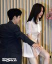 [SW포토] 배우 홍종현, 무대에 오르는 방민아 에스코트