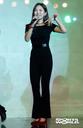 [SW포토] 가수 엄소영, 검은의상에 빨간 소품