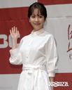 [SW포토] 배우 한지민, 따듯한 미소와 함께 손인사