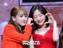 [SW포토]지애-수정,'깜찍이 하트'
