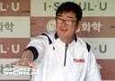[SW포토] 이상훈 해설위원 반기는 류중일 감독