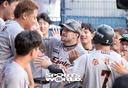 [SW포토]2점 홈런 호잉, '동료들의 열렬한 축하'