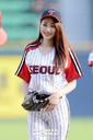 [SW포토]LG 유니폼 예쁘게 입은 나인뮤지스 경리