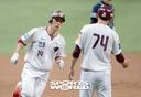 [SW포토]서건창,'시즌 1호 홈런'