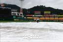 [SW포토] 경기 준비하는 구장관리인