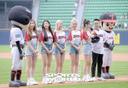 [SW포토]걸그룹 있지,'LG 파이팅!'