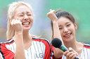 유나-예지,'LG 파이팅!'