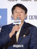 [SW포토]김응수,'흡연연기가 힘들었어요'