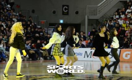 [SW포토] 오마이걸 축하공연